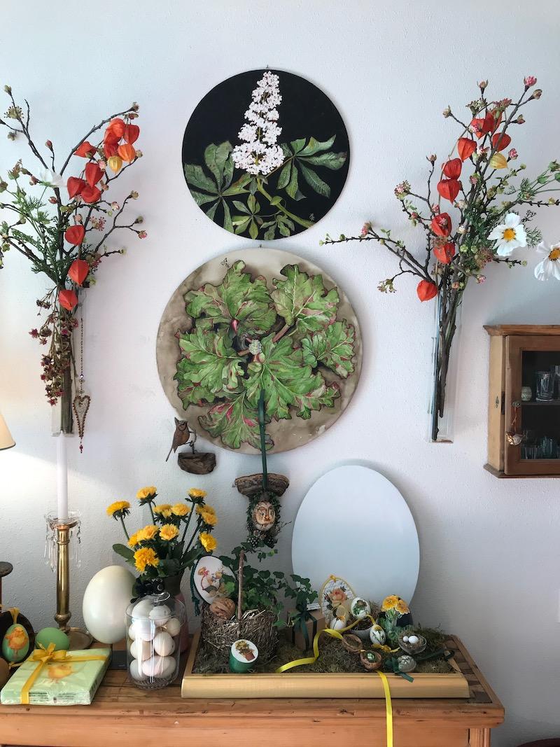 Ostern ist allgegenwärtig, in der kleinen Werkstatt von Helga Gastl.