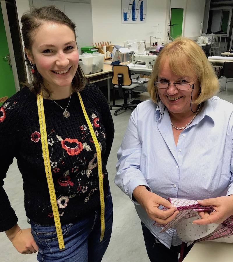Elfriede Schnöll und ihre Schülerin Lisa Rasser.