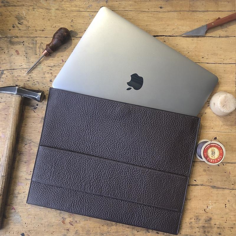 Eine Lederhülle für den Computer