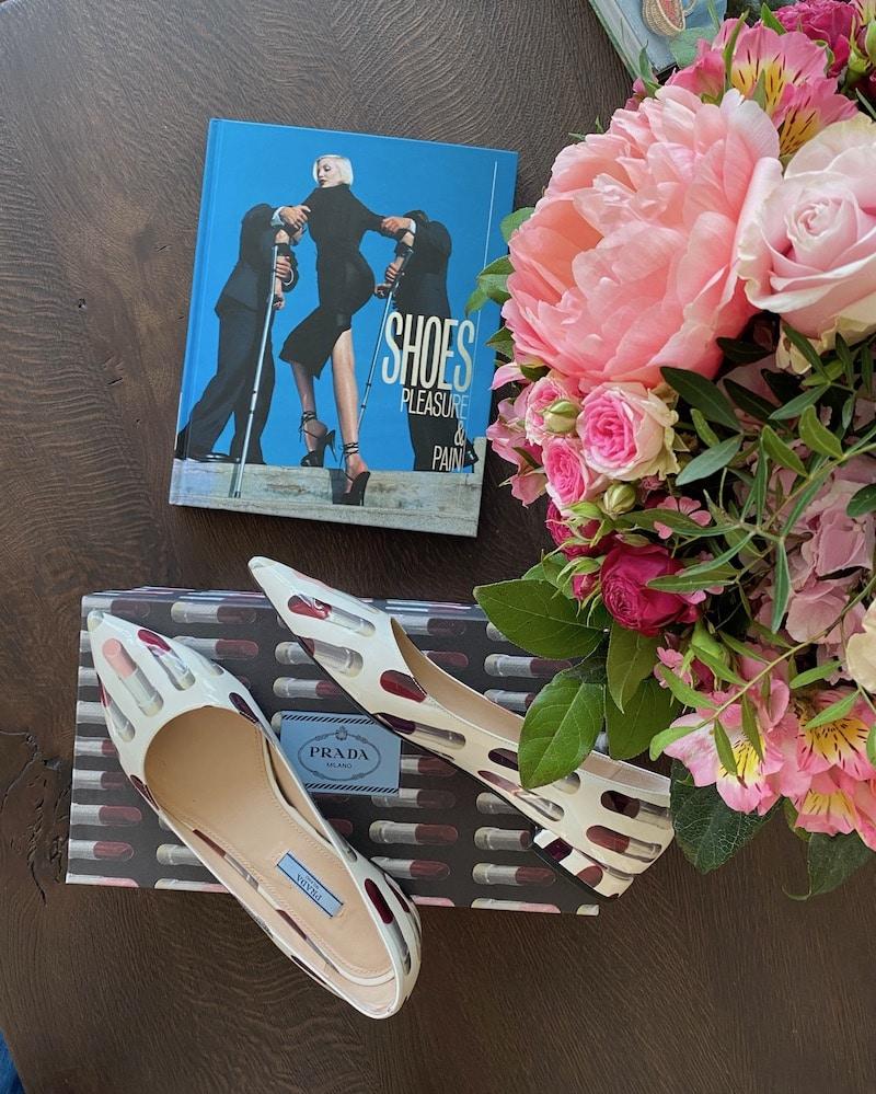 Buch über Schuhe und Prada Schuhe